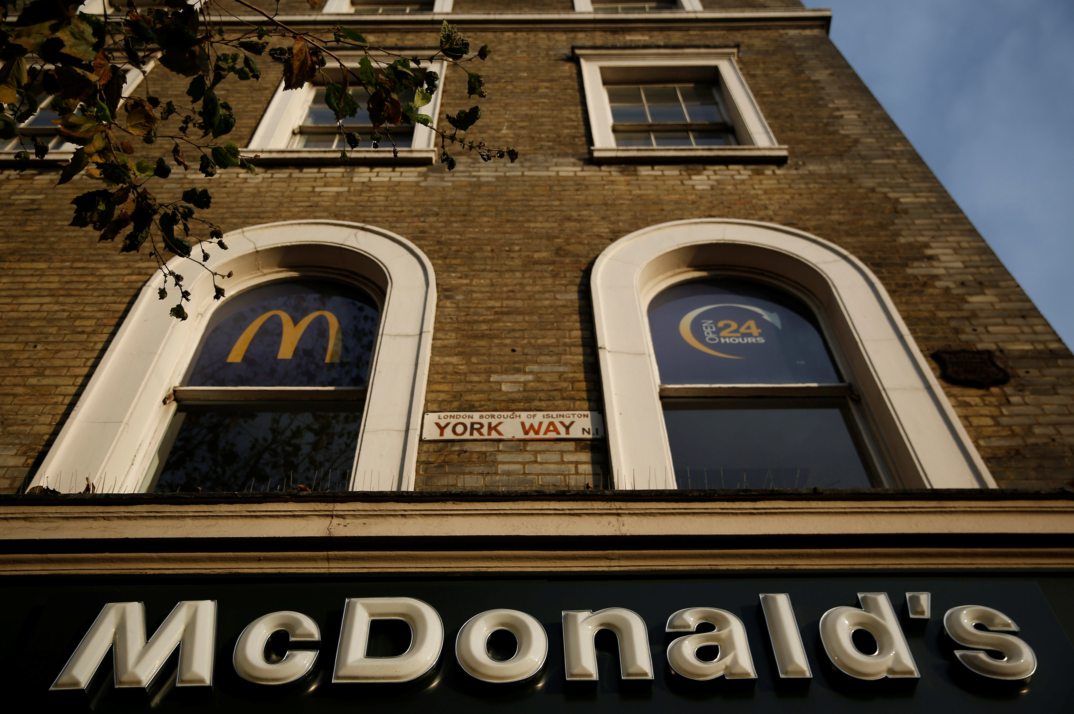 eb24b9aff A McDonald's in London/Neil Hall