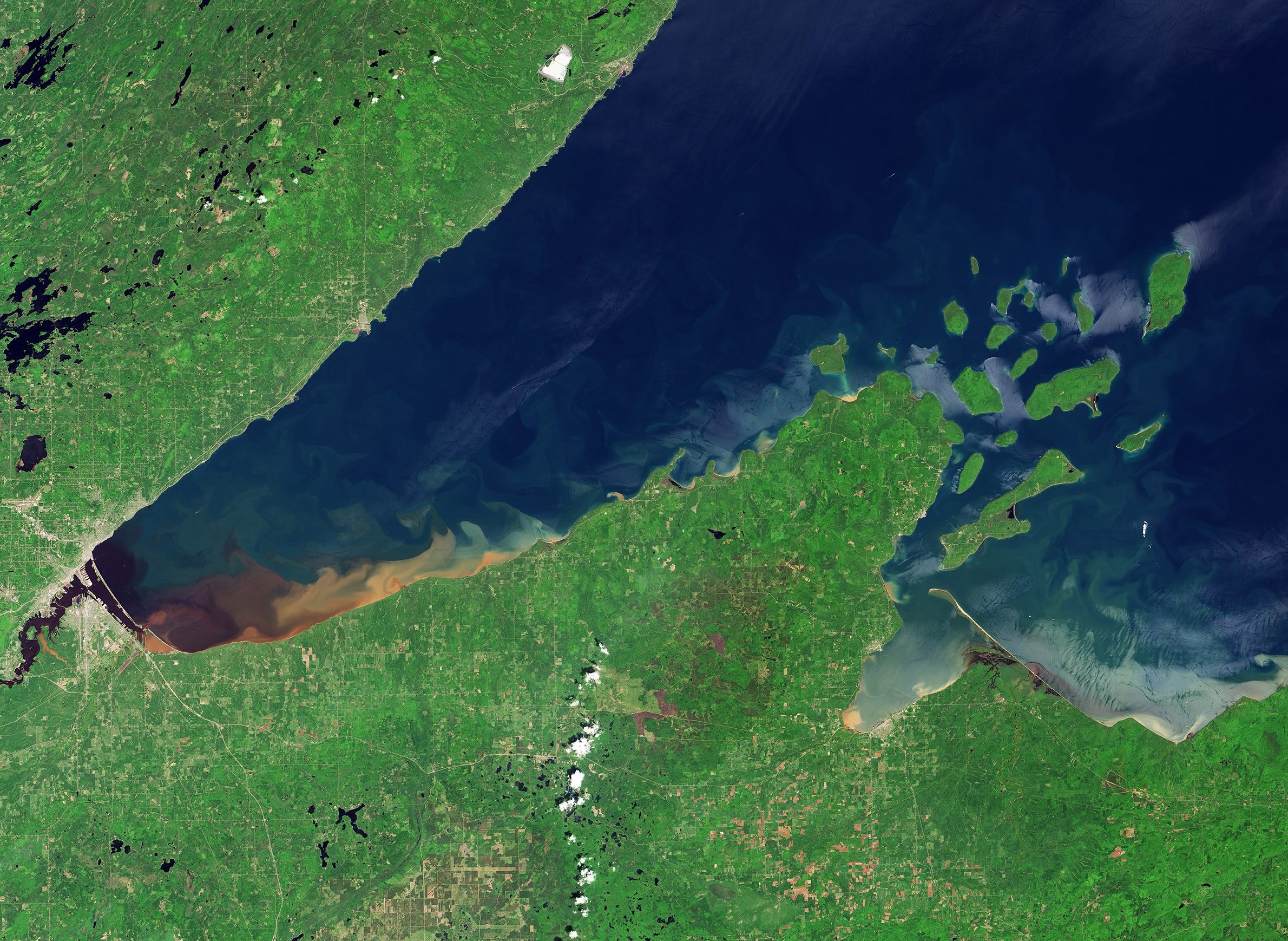 science-climate-flooding-lakesuperior-southshore-satellite-nasa.jpg